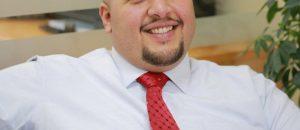 عماد هزيم ( مدرّب متخصّص في بناء تجربة العملاء المتميّزة في قطاع البنوك )